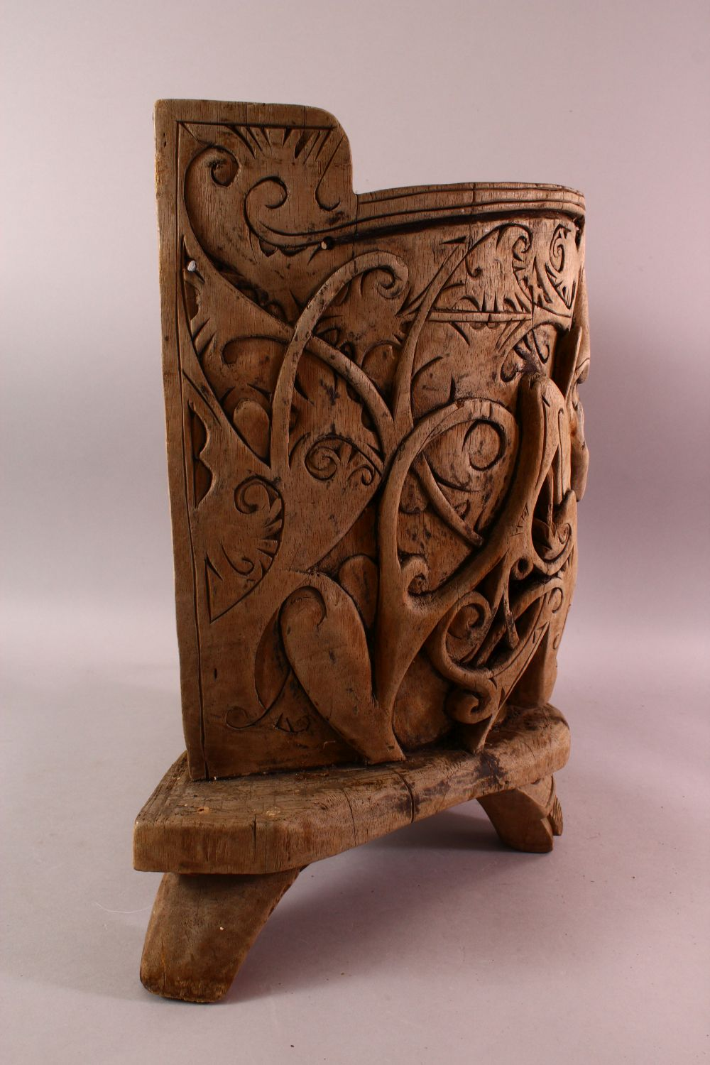 A 19TH / 20TH CENTURY INDIAN CARVED WOODEN BABY CARRIER, Carved with mythical beasts and foliage, - Image 4 of 5