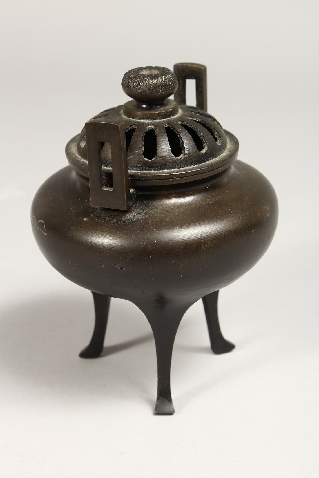 A CHINESE TWO HANDLED BRONZE CENSER AND COVER, 5ins high. - Image 4 of 7