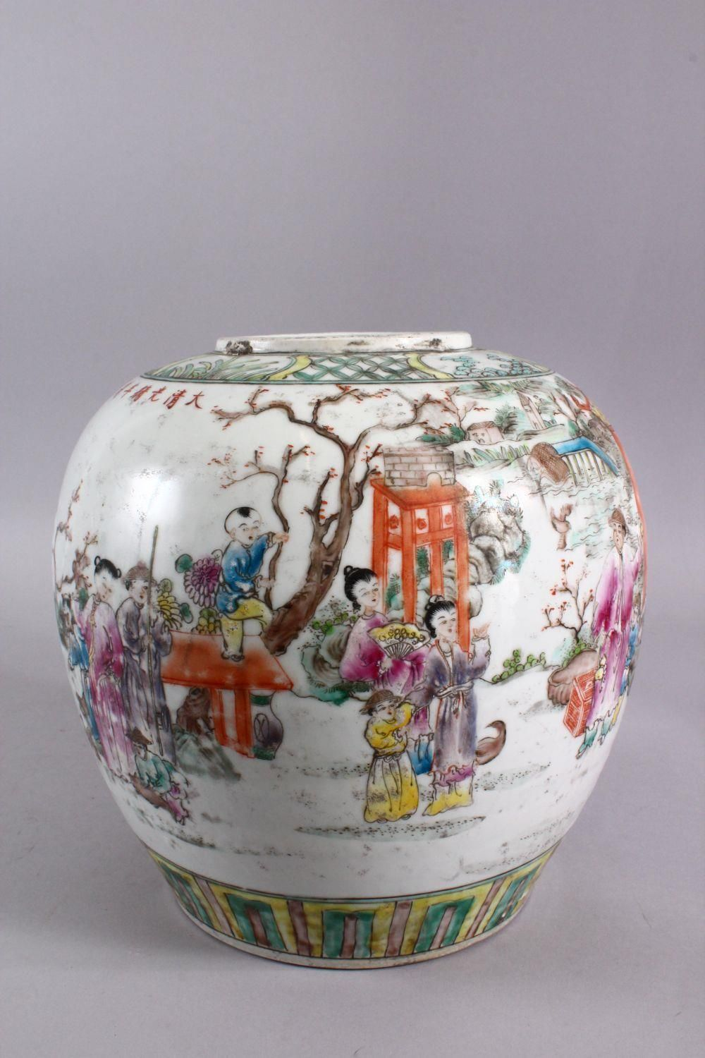 A CHINESE FAMILLE ROSE PORCELAIN GINGER JAR, decorated with figures in landscapes, with a six - Image 4 of 5