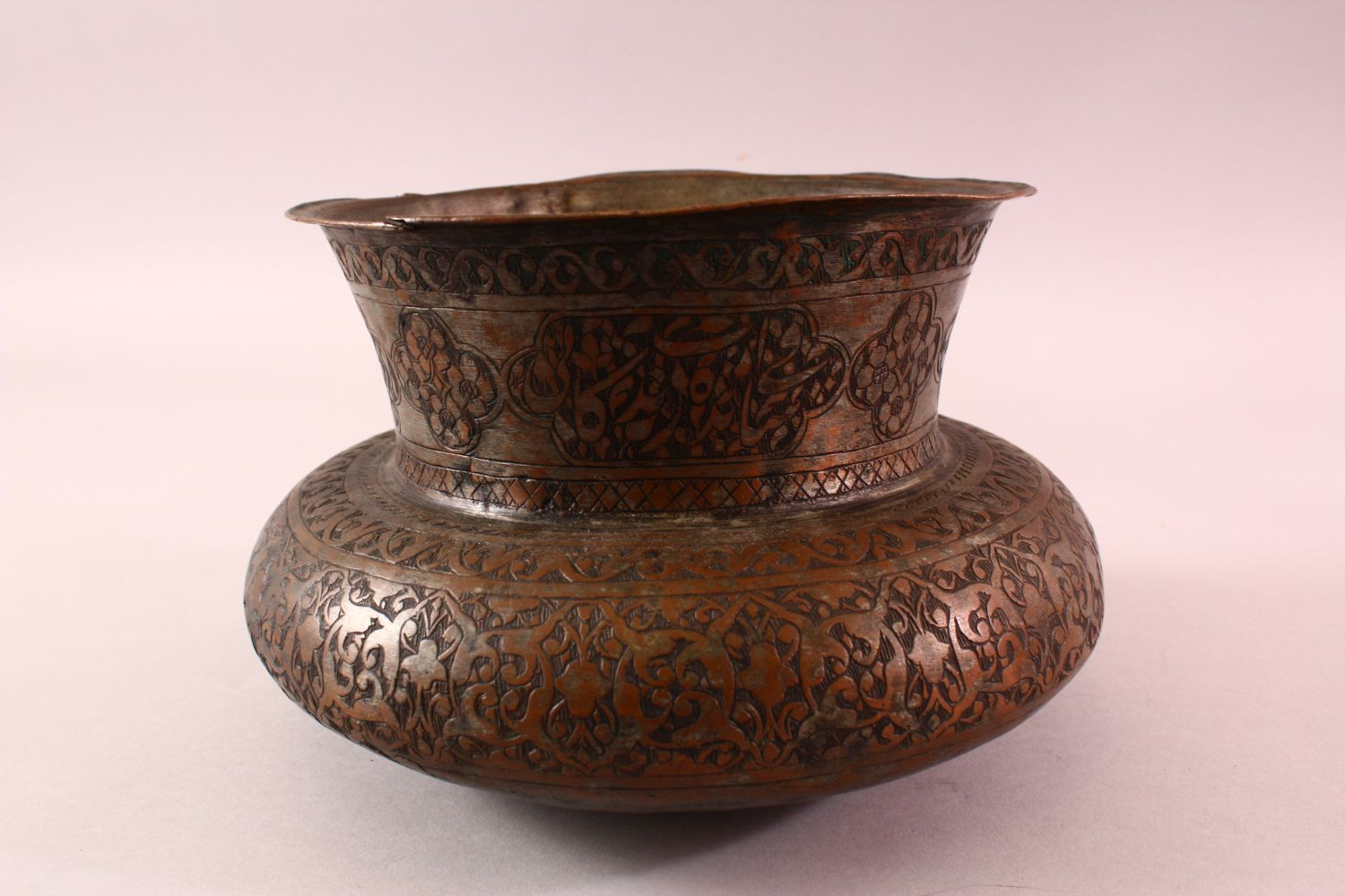 A 17TH CENTURY PERSIAN CALLIGRAPHIC BOWL -SIGNED - the body with carved floral motif decoration, the - Image 4 of 7