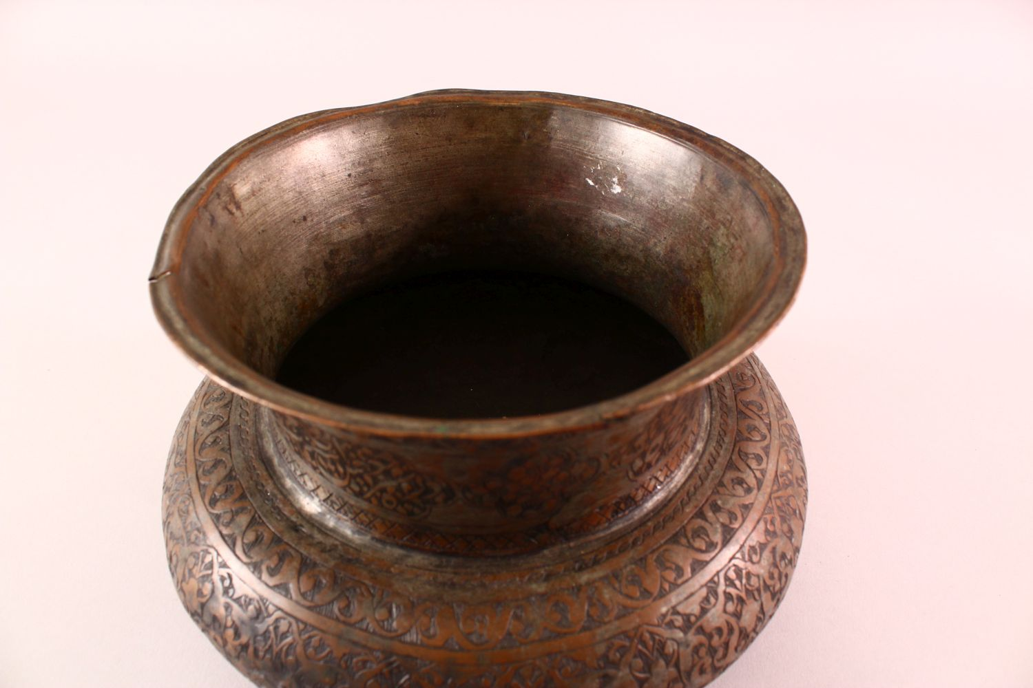 A 17TH CENTURY PERSIAN CALLIGRAPHIC BOWL -SIGNED - the body with carved floral motif decoration, the - Image 6 of 7