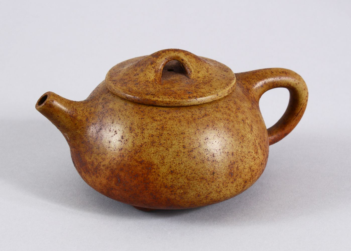 AN UNUSUAL CHINESE YIXING TEAPOT, with marks to inner lid and impressed seal mark to base, 16cm at