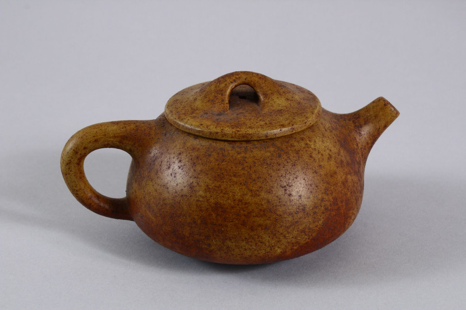 AN UNUSUAL CHINESE YIXING TEAPOT, with marks to inner lid and impressed seal mark to base, 16cm at - Image 3 of 8
