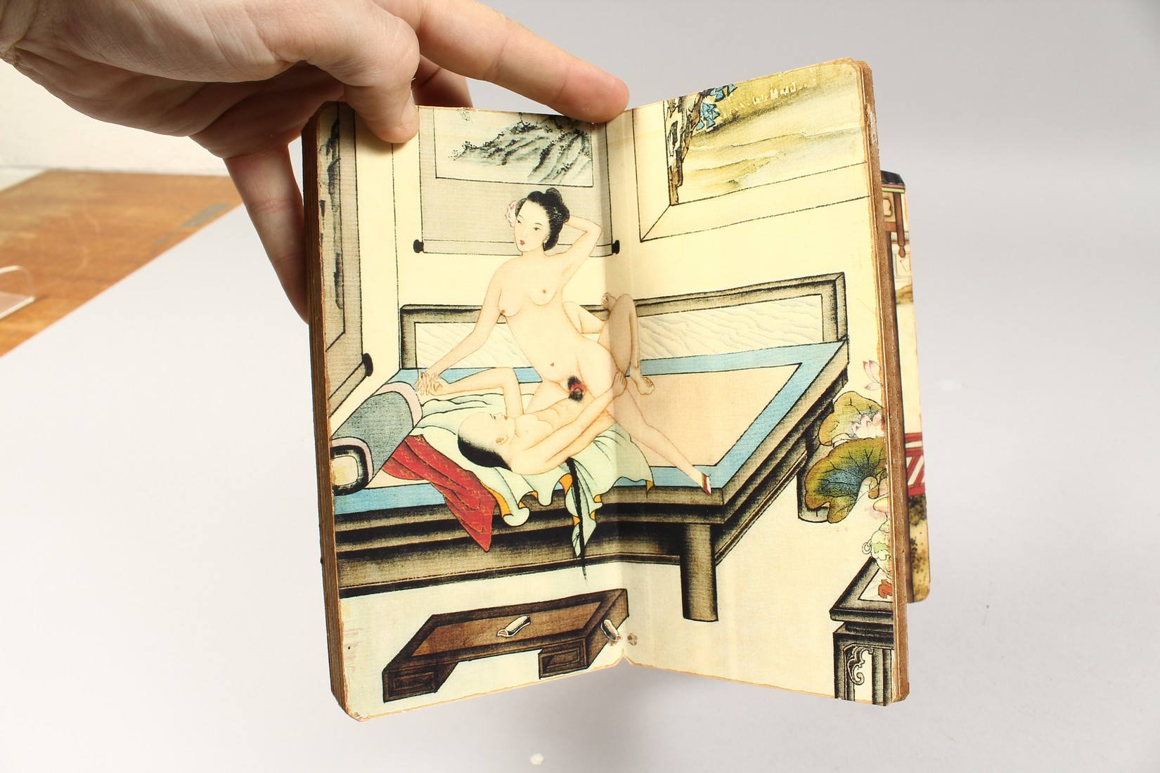 AN EROTIC CHINESE FOLDING BOOK. - Image 6 of 9