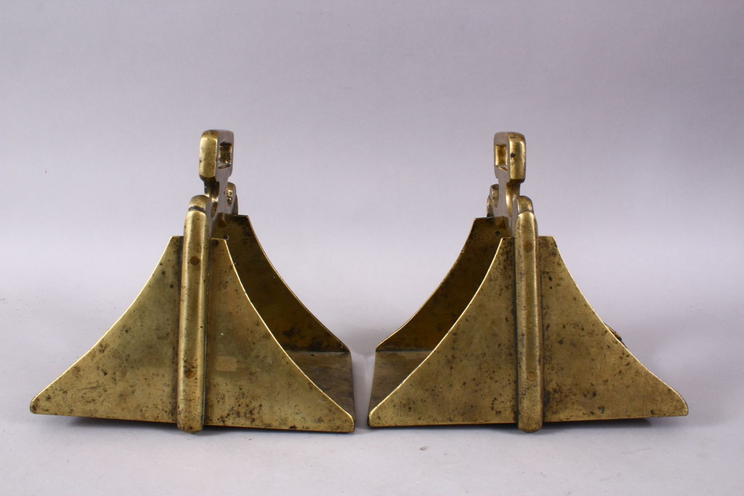A GOOD PAIR OF 19TH CENTURY BRASS / BRONZE HORSE STIRRUP'S, 17cm high x 12cm wide. - Image 3 of 3