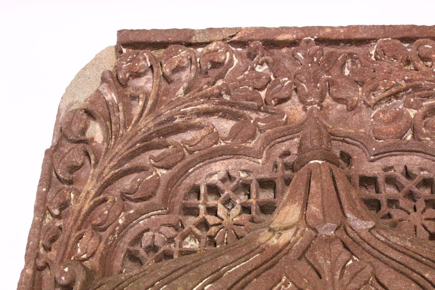 A LARGE AND VERY HEAVY 17TH CENTURY MIRHAB INDIAN MUGHAL CARVED SANDSTONE PANEL, depicting and - Image 2 of 6