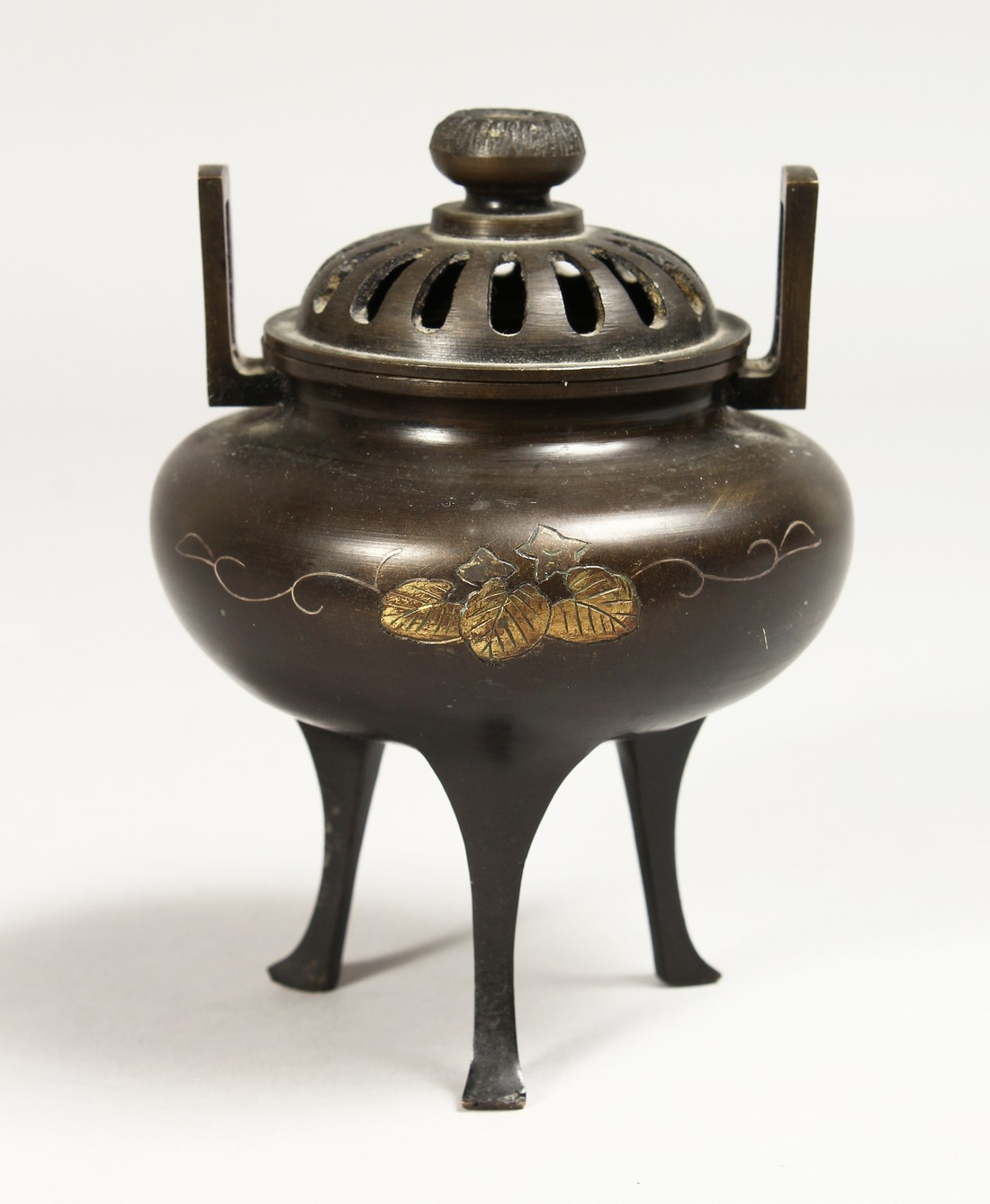 A CHINESE TWO HANDLED BRONZE CENSER AND COVER, 5ins high.