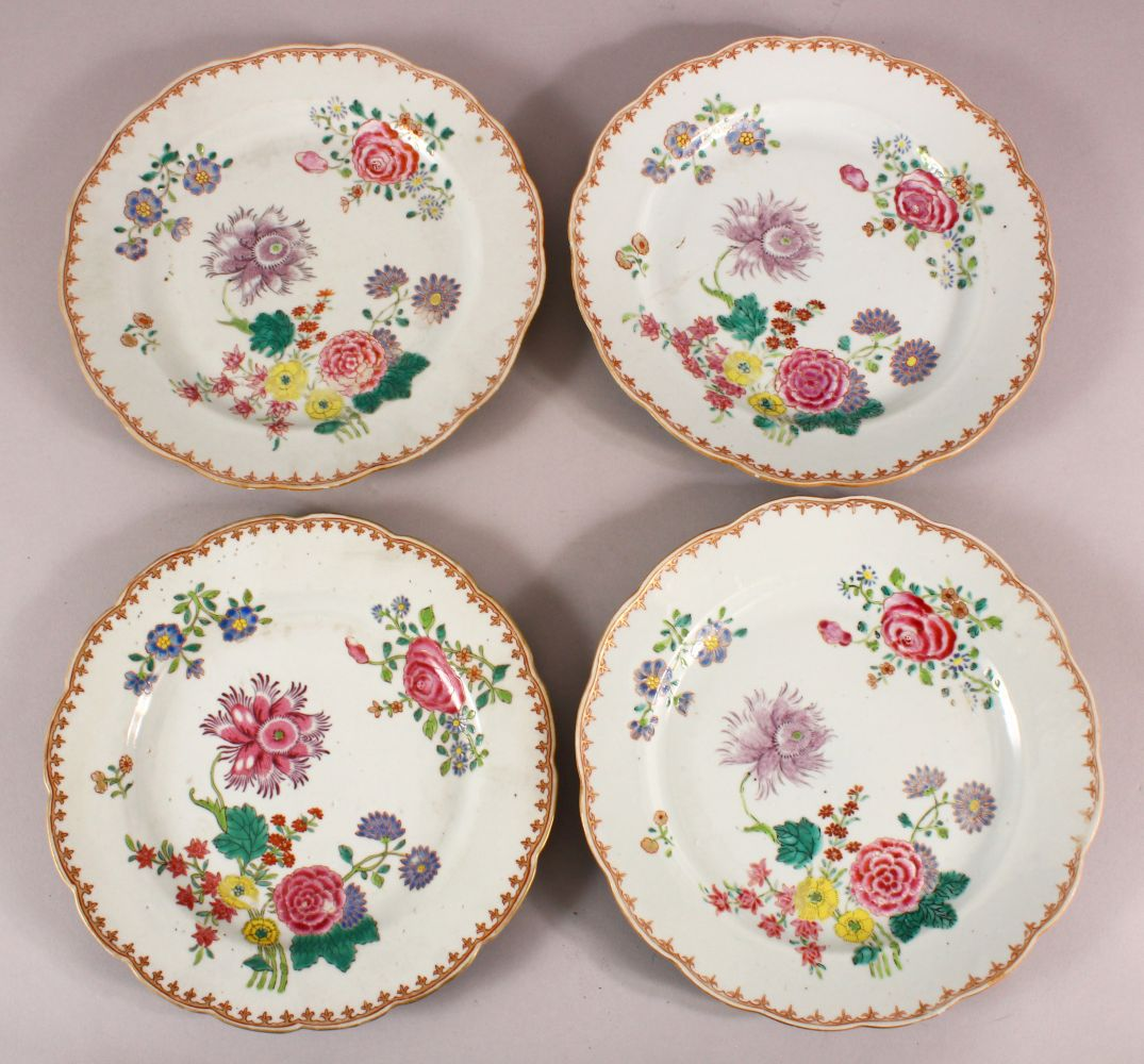 A SET OF FOUR 18TH / 19TH CENTURY CHINESE FAMILLE ROSE PLATES, with floral decoration, 23cm