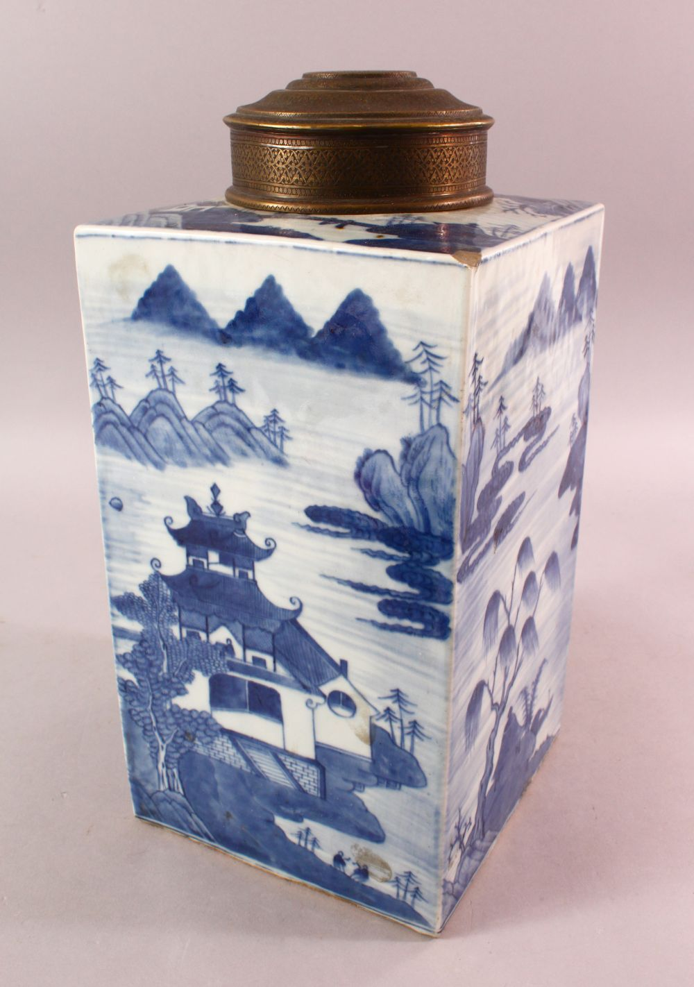 A LARGE CHINESE 18TH / 19TH CENTURY CHINESE BLUE & WHITE CADDY, decorated with landscape views, with
