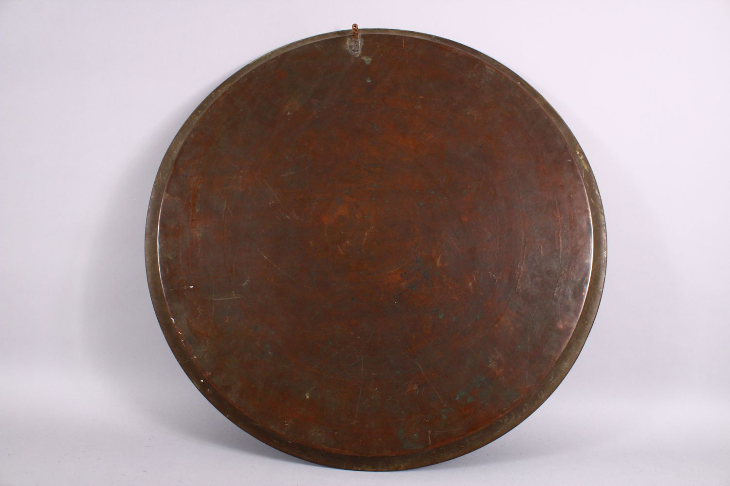 A LARGE 19TH CENTURY EGYPTIAN BRASS CHARGER / TRAY, with carved bands of calligraphy and motif - Image 7 of 7