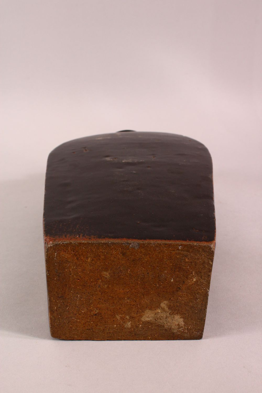 A CHINESE BLACK PORCELAIN VASE, 34.5CM - Image 6 of 6