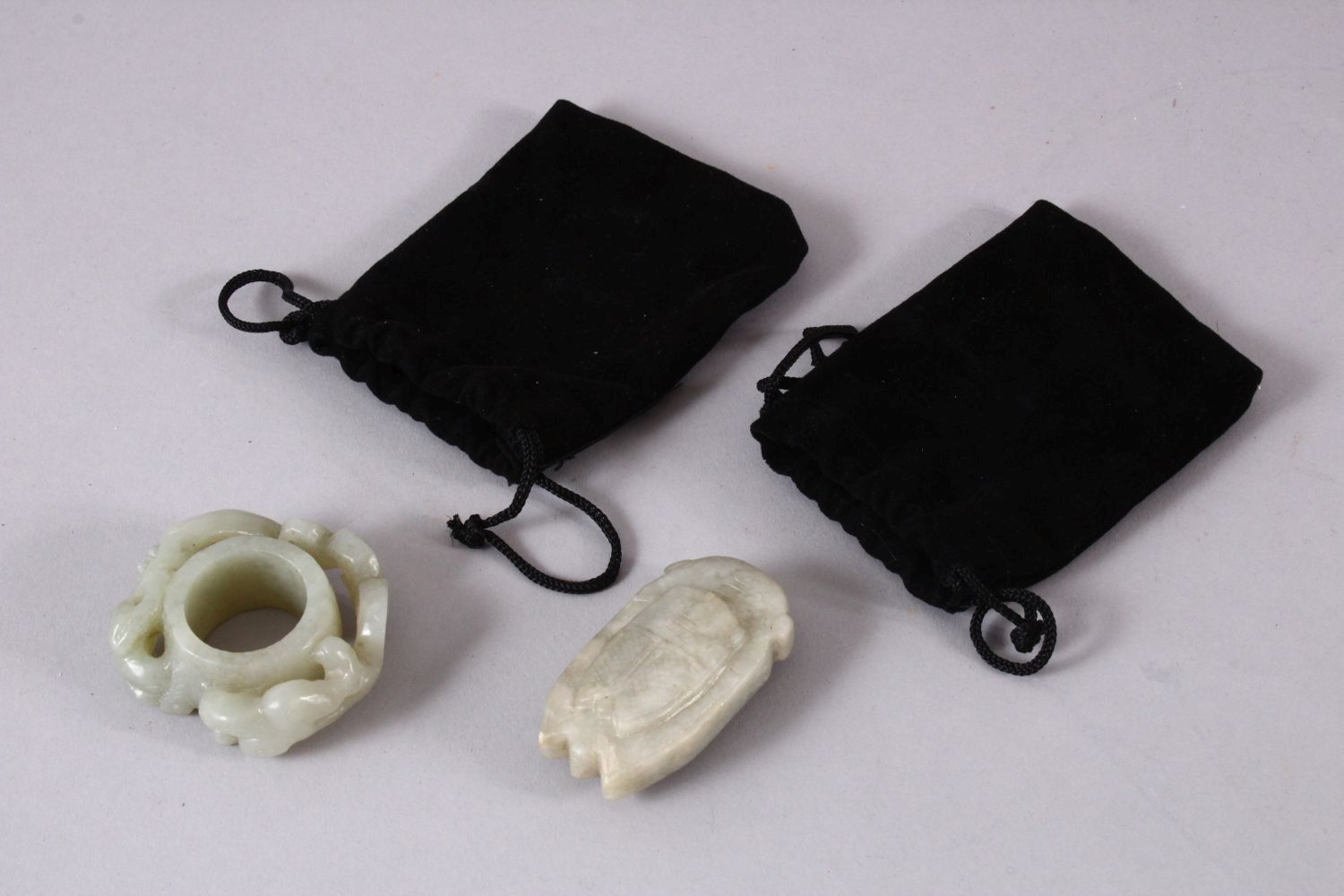 TWO CHINESE CARVED JADE PENDANTS, one carved with chilong, 5cm, and one carved int he form of a - Image 5 of 5