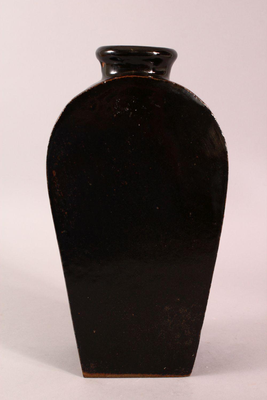 A CHINESE BLACK PORCELAIN VASE, 34.5CM - Image 2 of 6