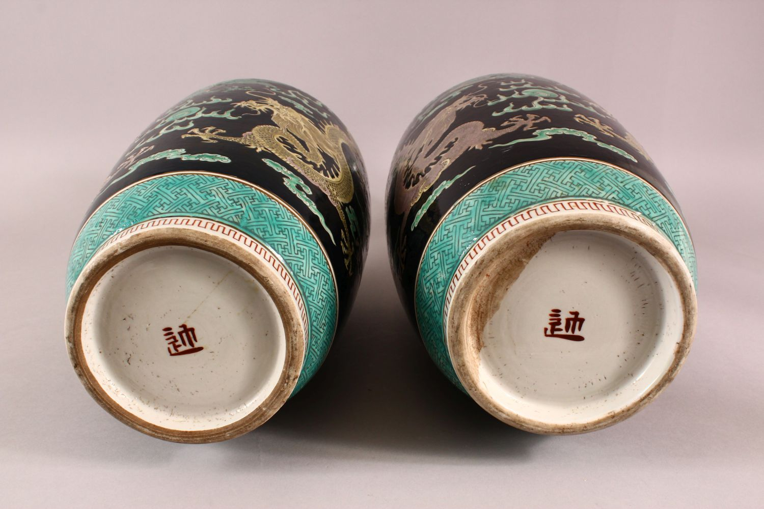 A LARGE PAIR OF CHINESE FAMILLE NOIR PORCELAIN DRAGON VASES, each vase with a black ground depicting - Image 11 of 13