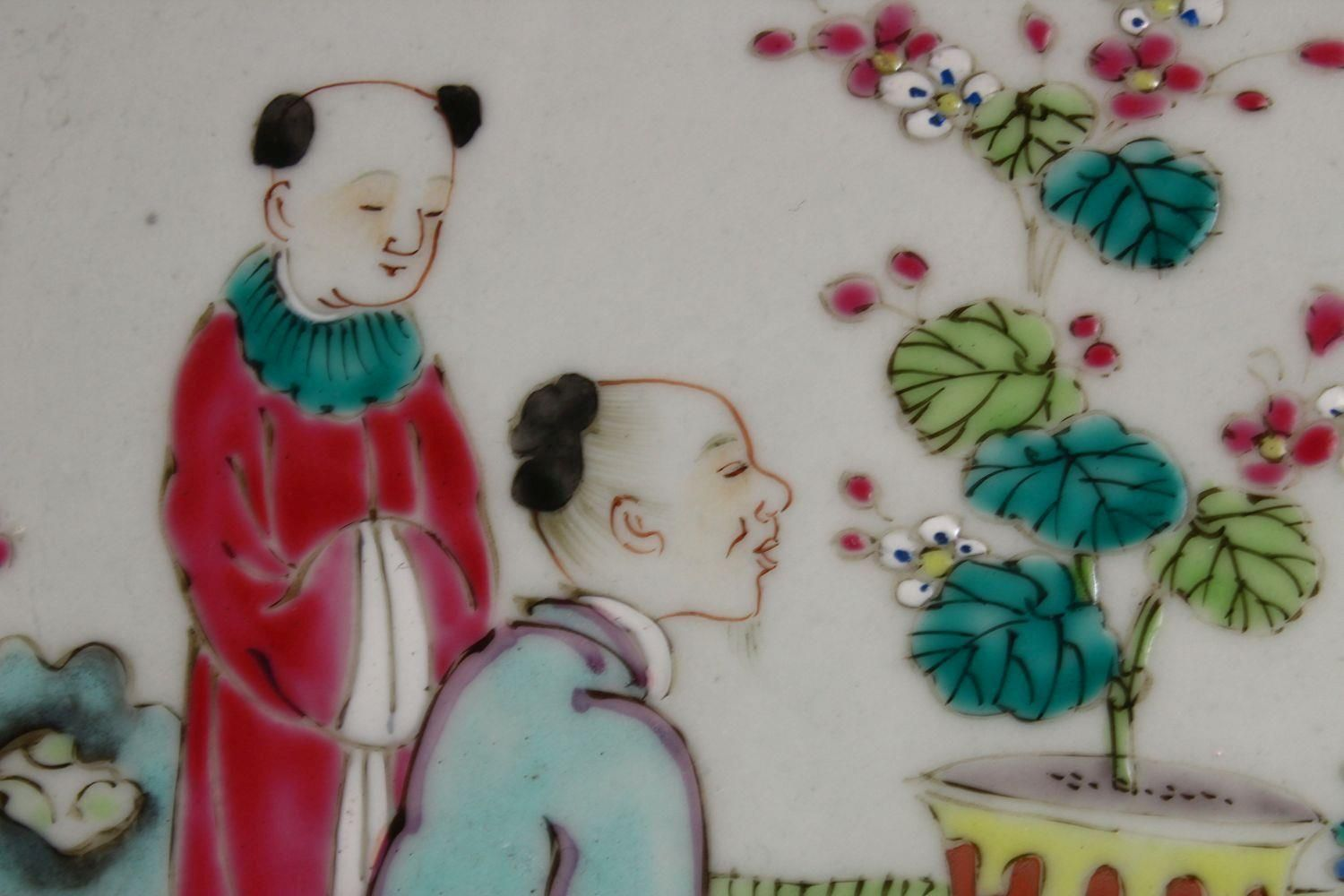 A 19TH CENTURY CHINESE FAMILLE ROSE PORCELAIN PLATE OF SCHOLARS, the decoration depicting a - Image 5 of 9
