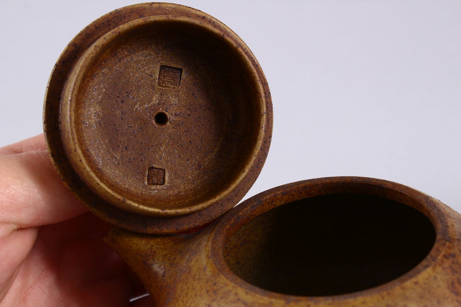 AN UNUSUAL CHINESE YIXING TEAPOT, with marks to inner lid and impressed seal mark to base, 16cm at - Image 4 of 8