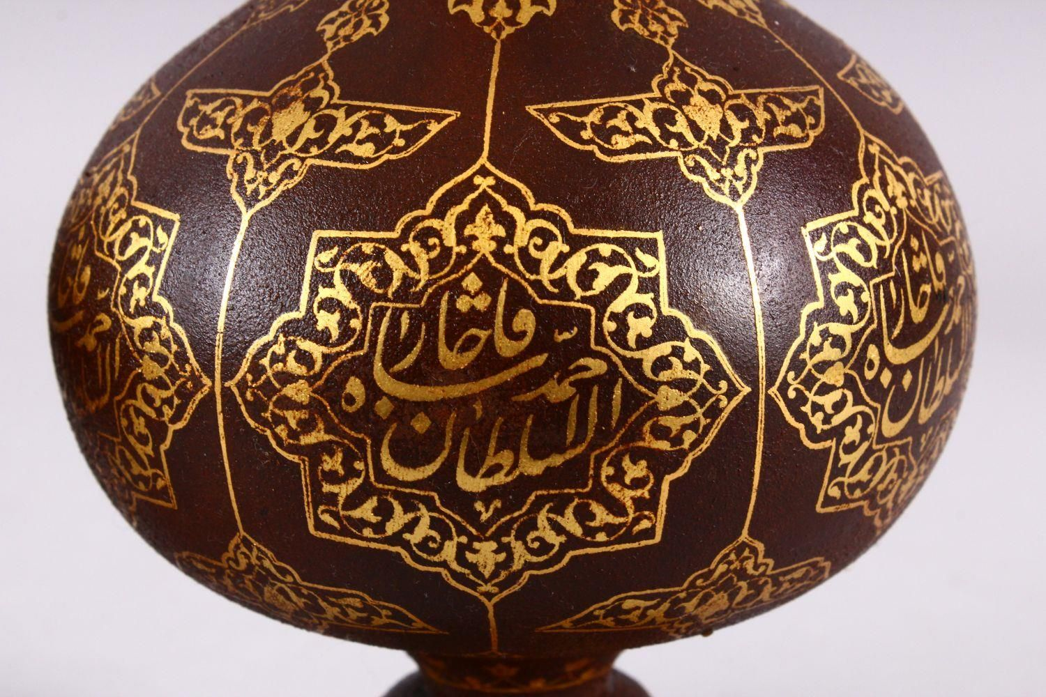 A PAIR OF ISLAMIC DAMASCENE INLAID STEEL BOTTLE & COVERS, each with gold inlaid panels of star - Image 3 of 8