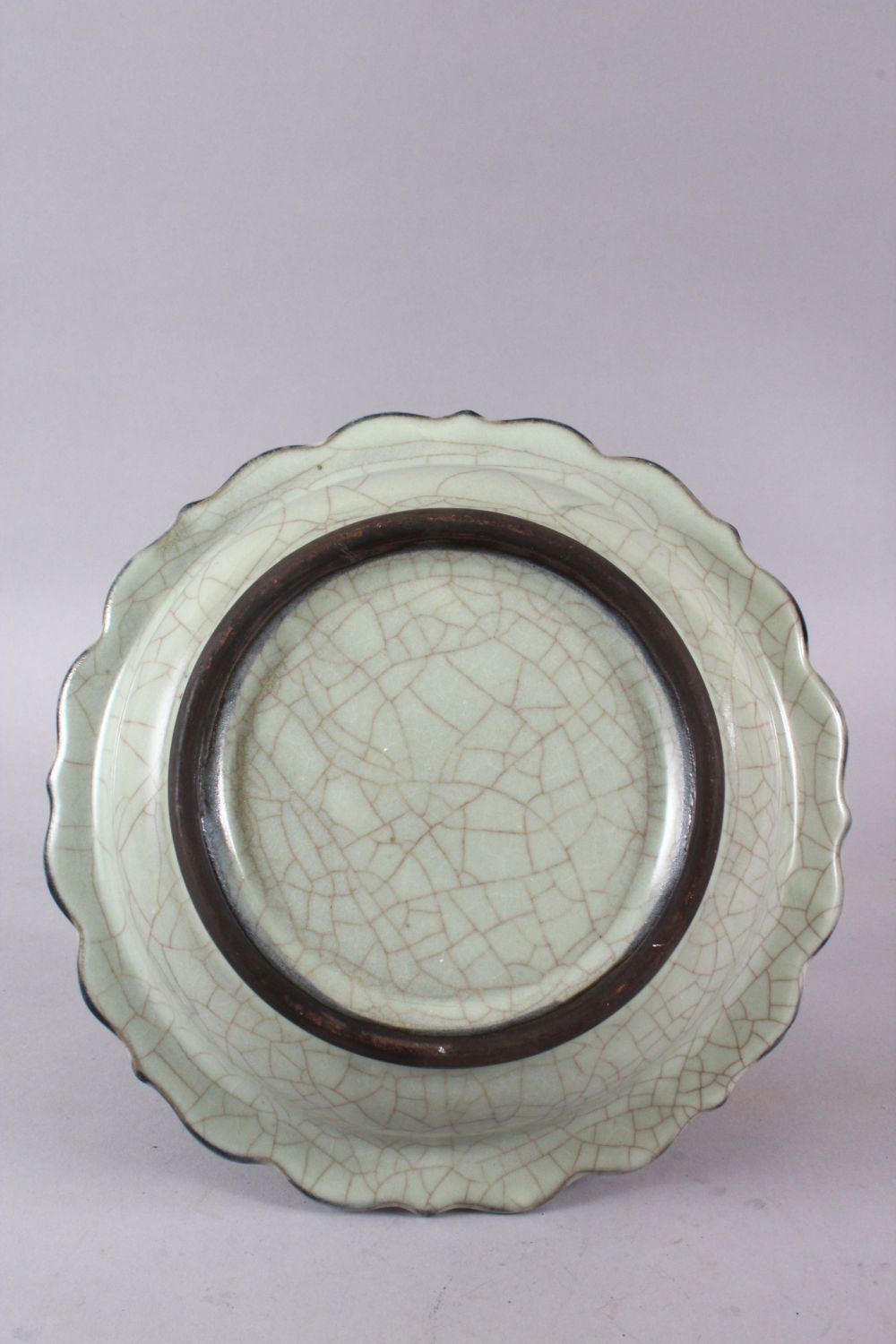 A CHINESE BARBED RIM GUAN GLAZED POTTERY DISH, the flared rim with ironwire style body decoration, - Image 3 of 3