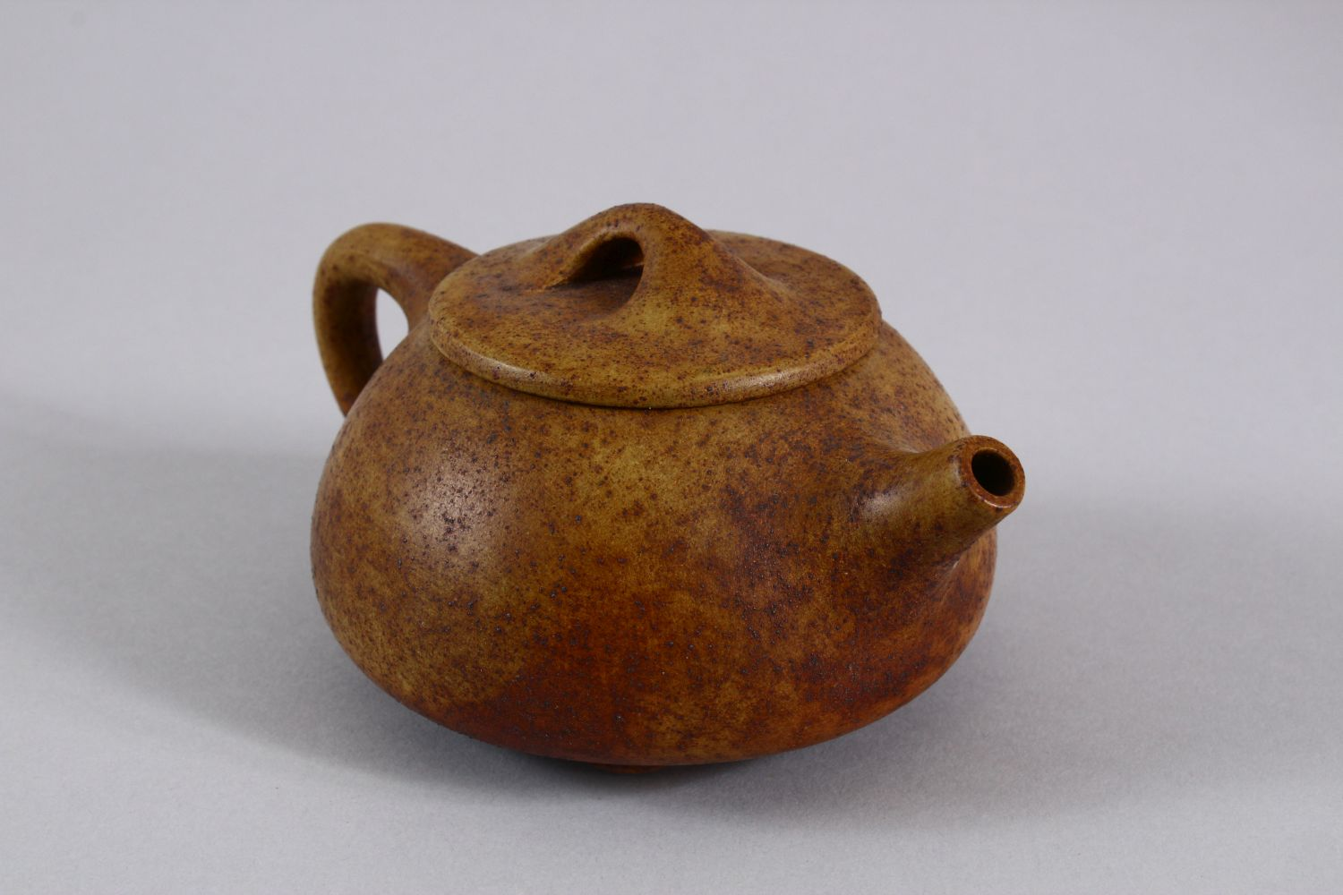 AN UNUSUAL CHINESE YIXING TEAPOT, with marks to inner lid and impressed seal mark to base, 16cm at - Image 2 of 8