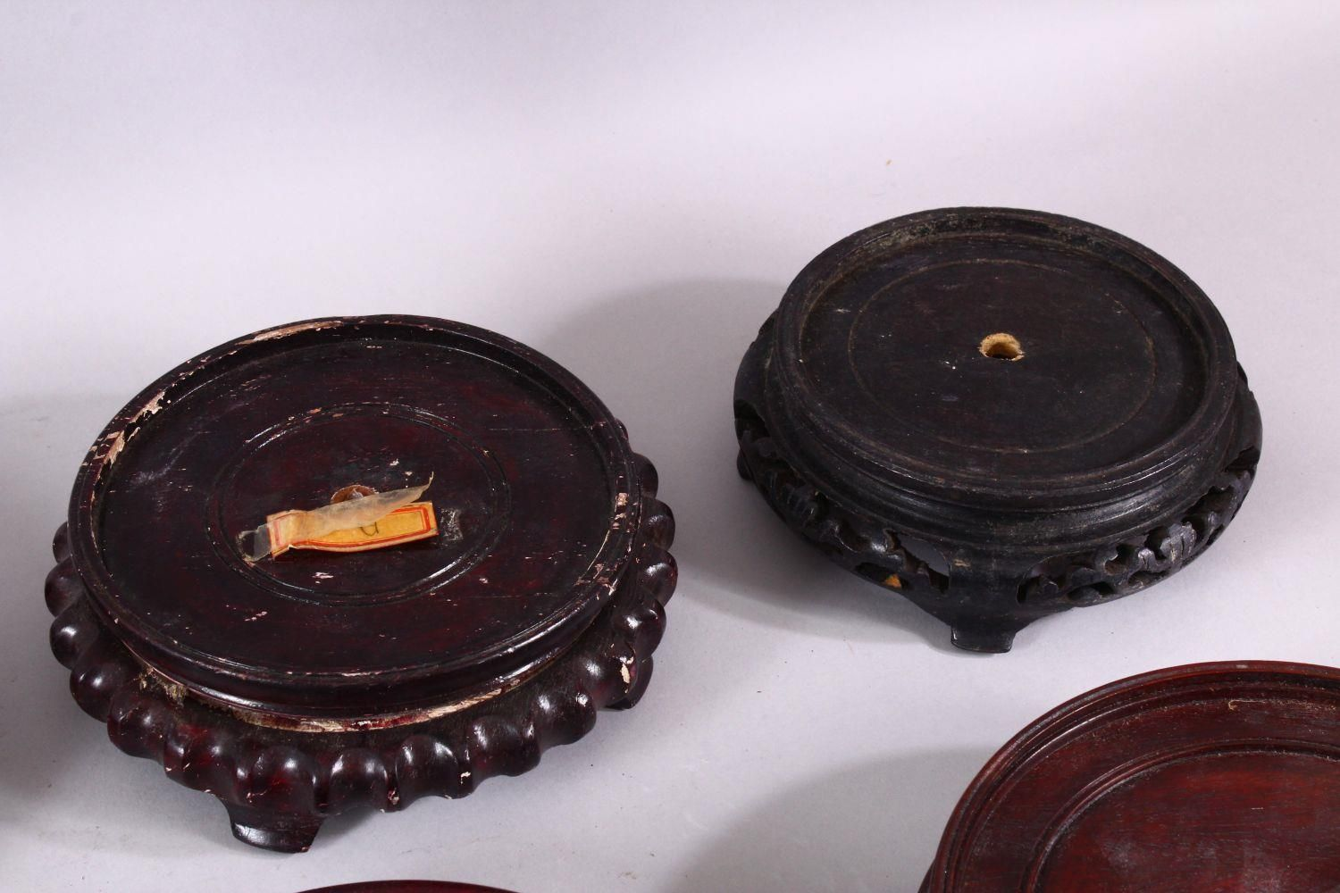 A MIXED LOT OF 10 CHINESE CARVED HARDWOOD STANDS - each of varying size, style and timber, the - Image 5 of 6
