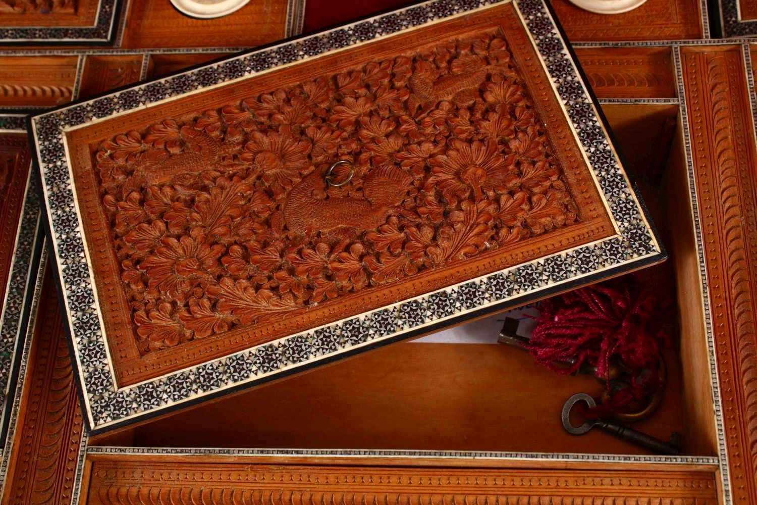 A 19TH CENTURY ANGLO INDIAN INLAID LIDDED SEWING BOX, with carved wood depicting figures and animals - Image 6 of 10