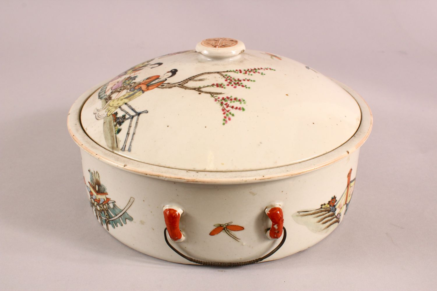 A 19TH CENTURY CHINESE FAMILLE ROSE PORCELAIN BOWL & COVER, with decoration of figures in - Image 4 of 6