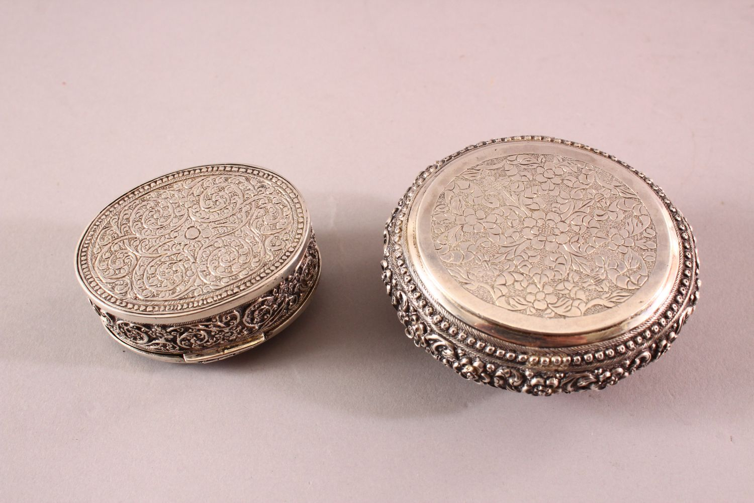 TWO 19TH CENTURY SRI LANKAN SILVER BOXES with filigree decoration, 7.5cm and 5.5cm wide. - Image 3 of 3