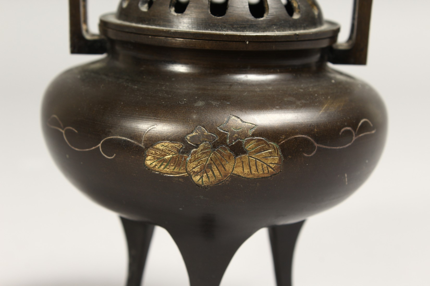 A CHINESE TWO HANDLED BRONZE CENSER AND COVER, 5ins high. - Image 2 of 7