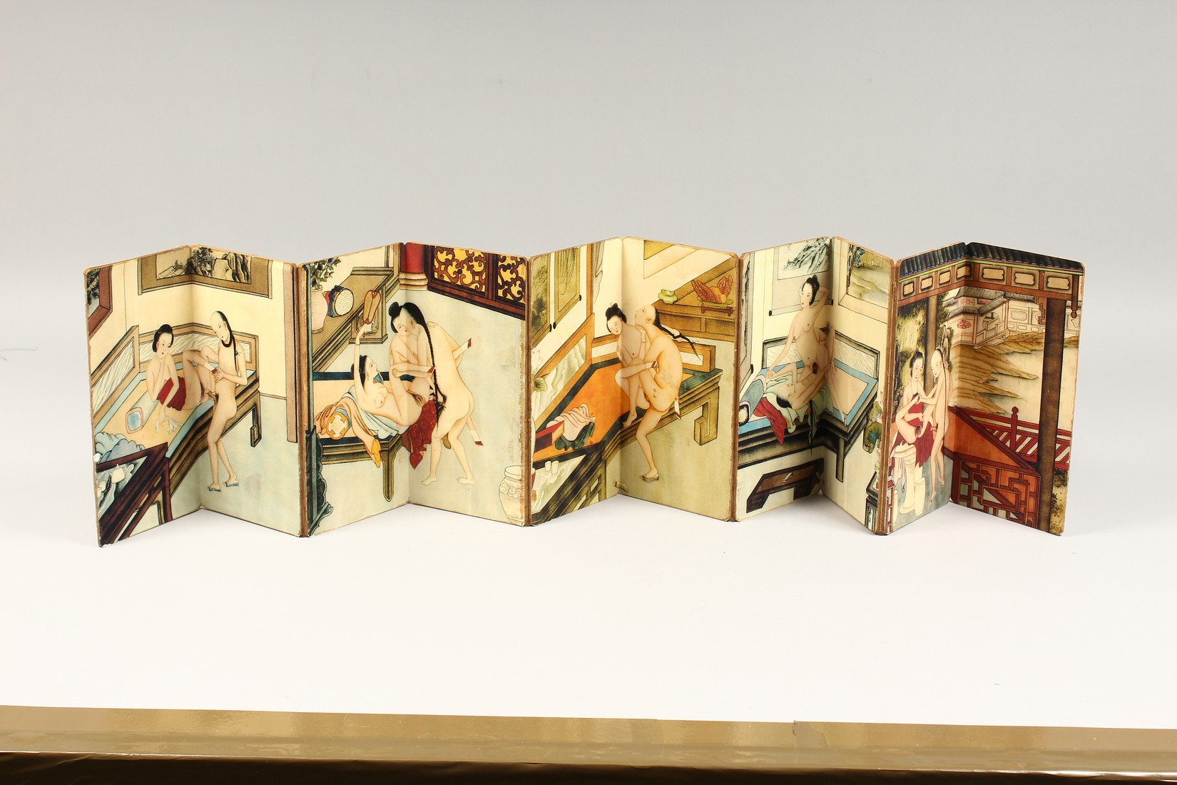 AN EROTIC CHINESE FOLDING BOOK. - Image 2 of 9