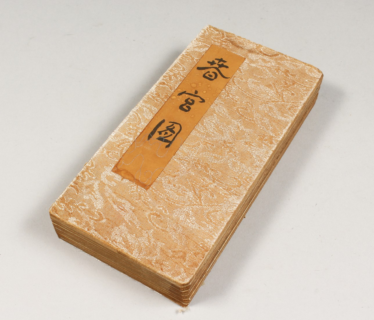 AN EROTIC CHINESE FOLDING BOOK.