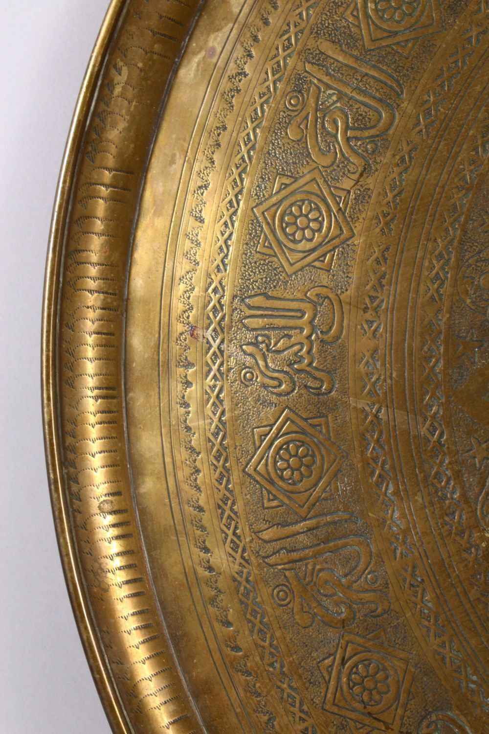 A LARGE 19TH CENTURY EGYPTIAN BRASS CHARGER / TRAY, with carved bands of calligraphy and motif - Image 4 of 7