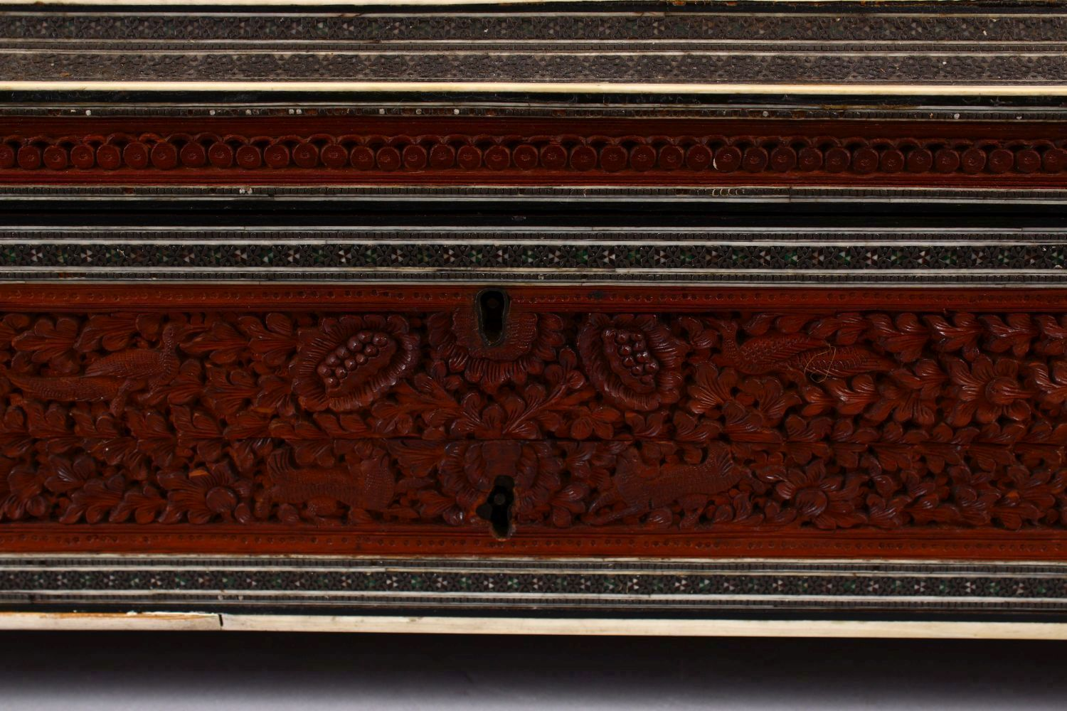 A 19TH CENTURY ANGLO INDIAN INLAID LIDDED SEWING BOX, with carved wood depicting figures and animals - Image 9 of 10
