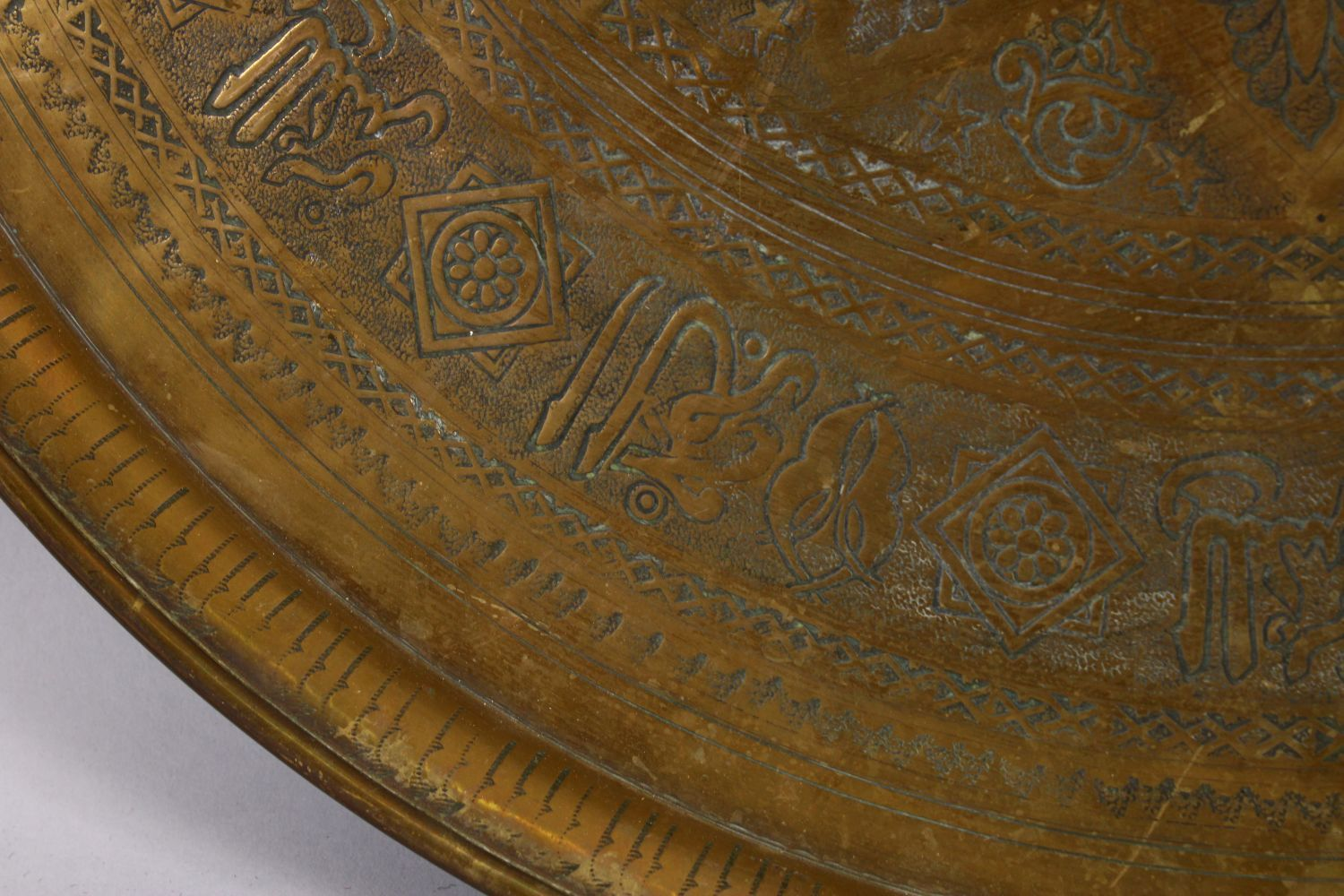 A LARGE 19TH CENTURY EGYPTIAN BRASS CHARGER / TRAY, with carved bands of calligraphy and motif - Image 5 of 7
