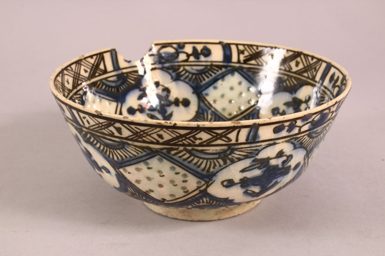 A 19TH CENTURY OR EARLIER TURKISH POTTERY BOWL, with floral motif decorations, (af) 18.5cm - Image 3 of 6