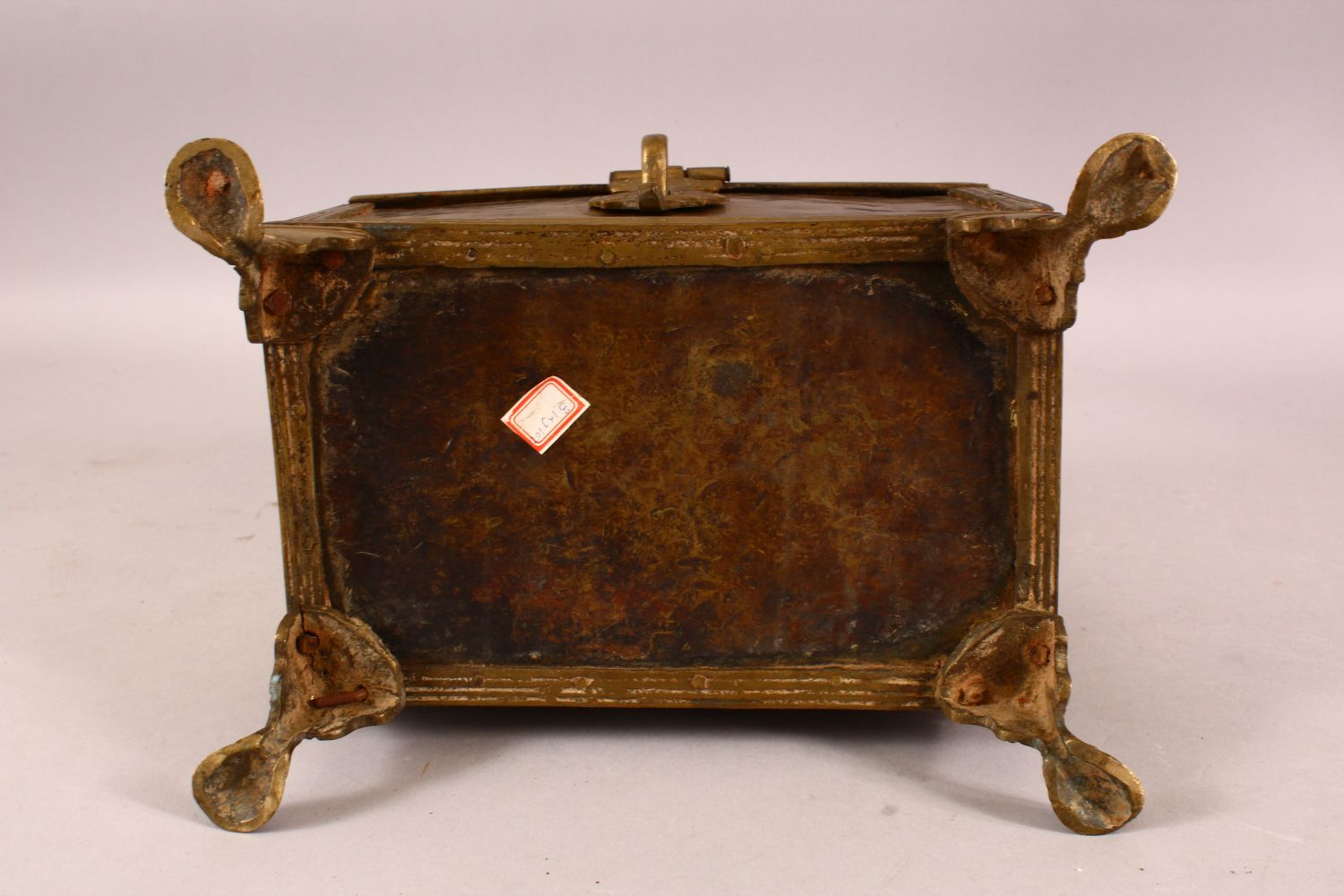 A LARGE 19TH CENTURY INDIAN BASS CASKET, with hinged lid, supported on four legs, 28cm long, 16cm - Image 4 of 4