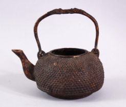 AN EARLY CHINESE BRONZE CIRCULAR KETTLE, with swing handle, 12cm diameter.