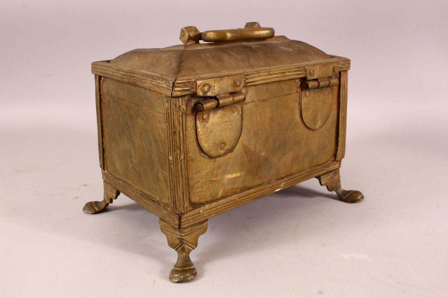 A LARGE 19TH CENTURY INDIAN BASS CASKET, with hinged lid, supported on four legs, 28cm long, 16cm - Image 3 of 4
