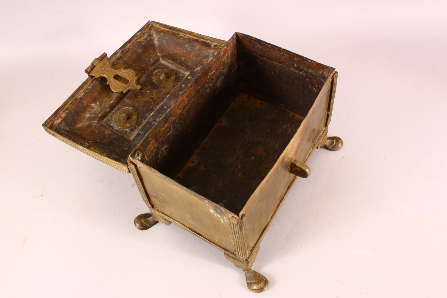 A LARGE 19TH CENTURY INDIAN BASS CASKET, with hinged lid, supported on four legs, 28cm long, 16cm - Image 2 of 4