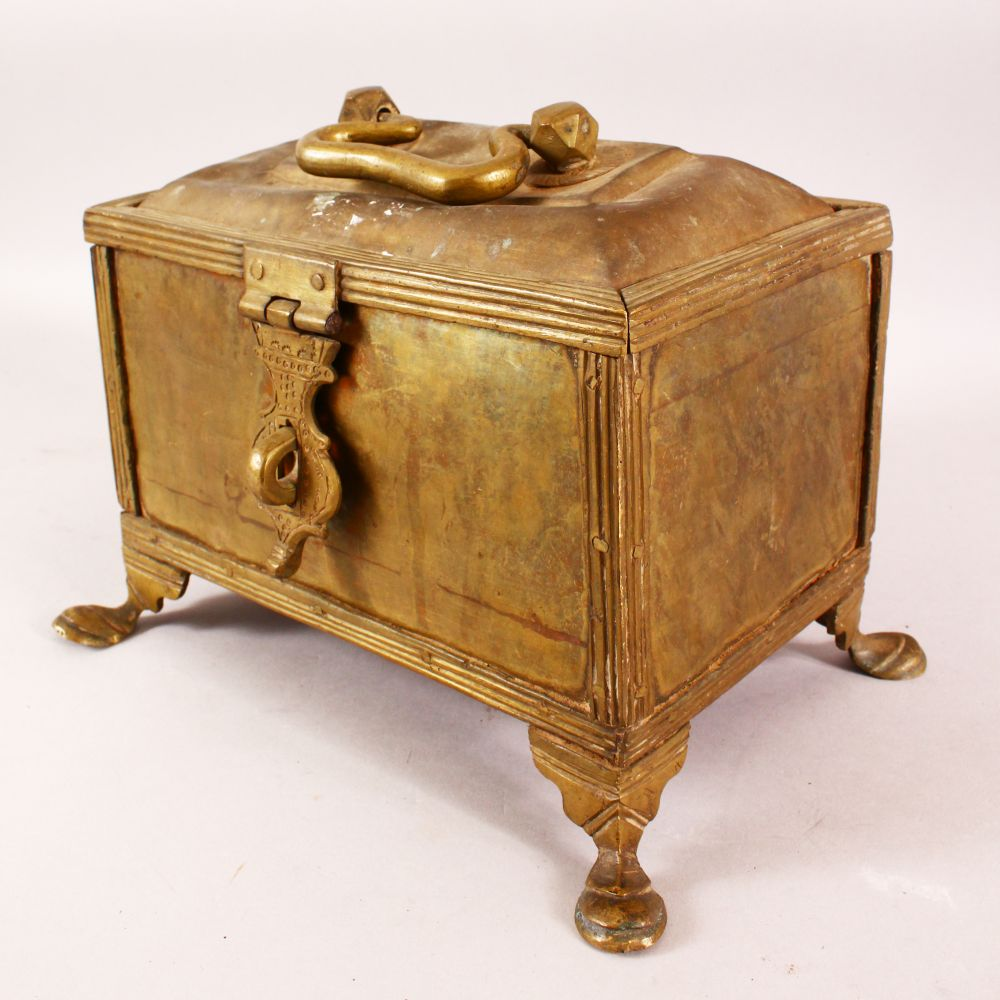 A LARGE 19TH CENTURY INDIAN BASS CASKET, with hinged lid, supported on four legs, 28cm long, 16cm