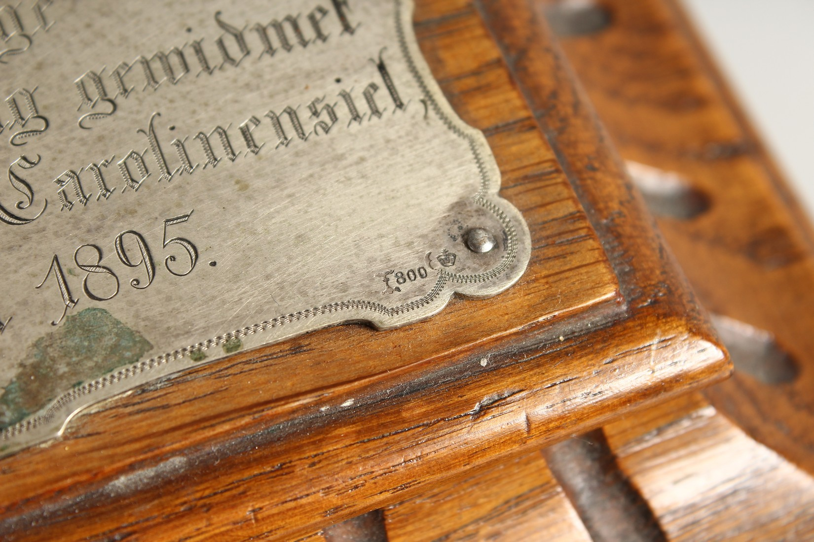 AN OAK CASKET with a silver plaque, OTTO VON BISMARCK, and paper label, ST AATLICHES MUSEUM. 9ins - Image 3 of 7