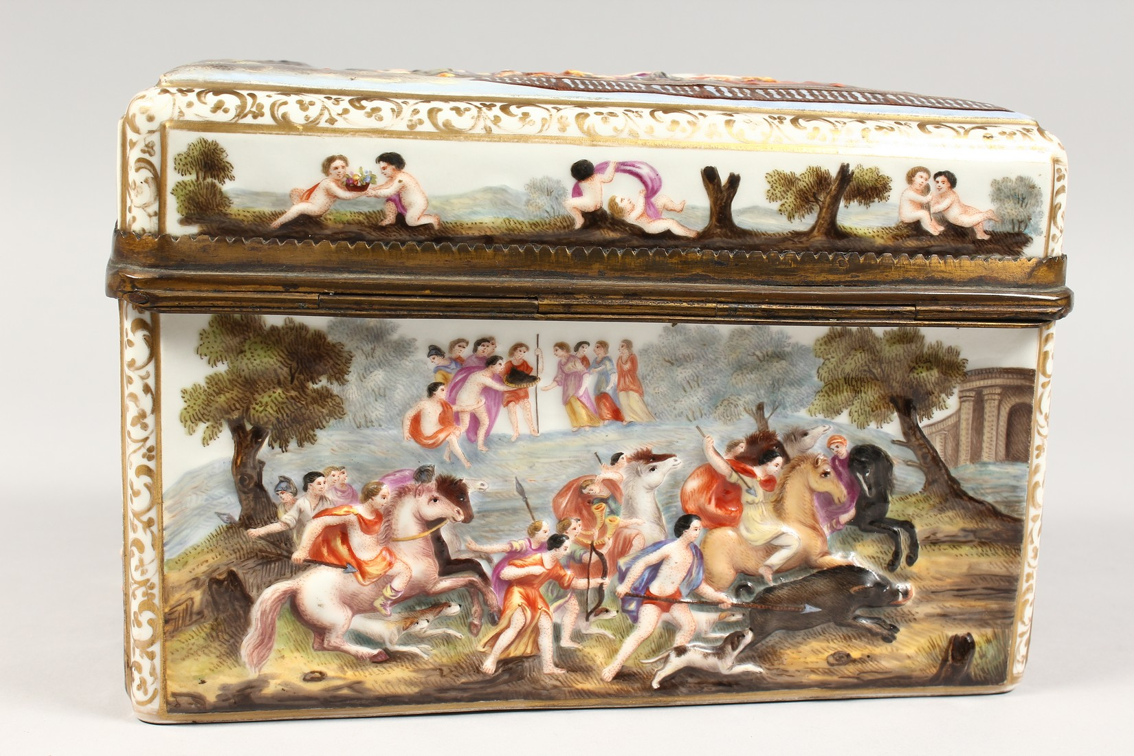 A GOOD CAPODIMONTE CASKET with classical figures in relief 9.5 ins wide. - Image 4 of 8