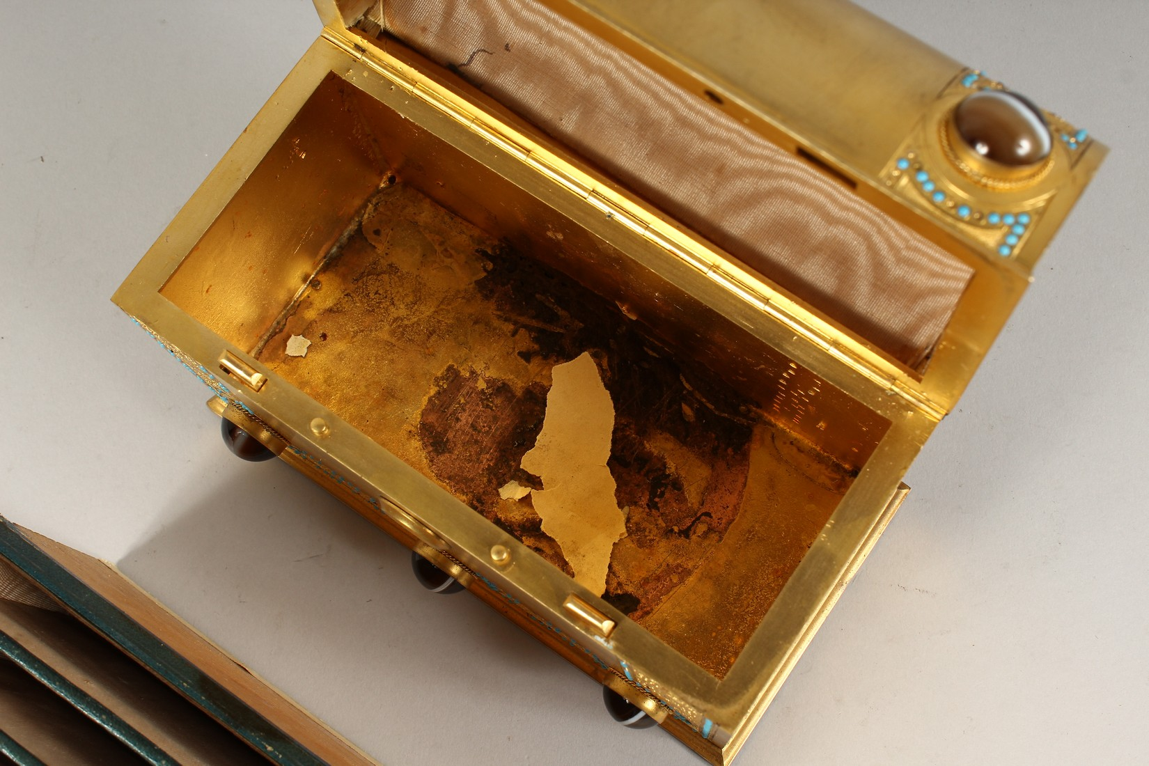 A GOOD 19TH CENTURY FRENCH BRASS DOMED SHAPED CASKET, inset with agate pieces opening to reveal a - Image 4 of 5