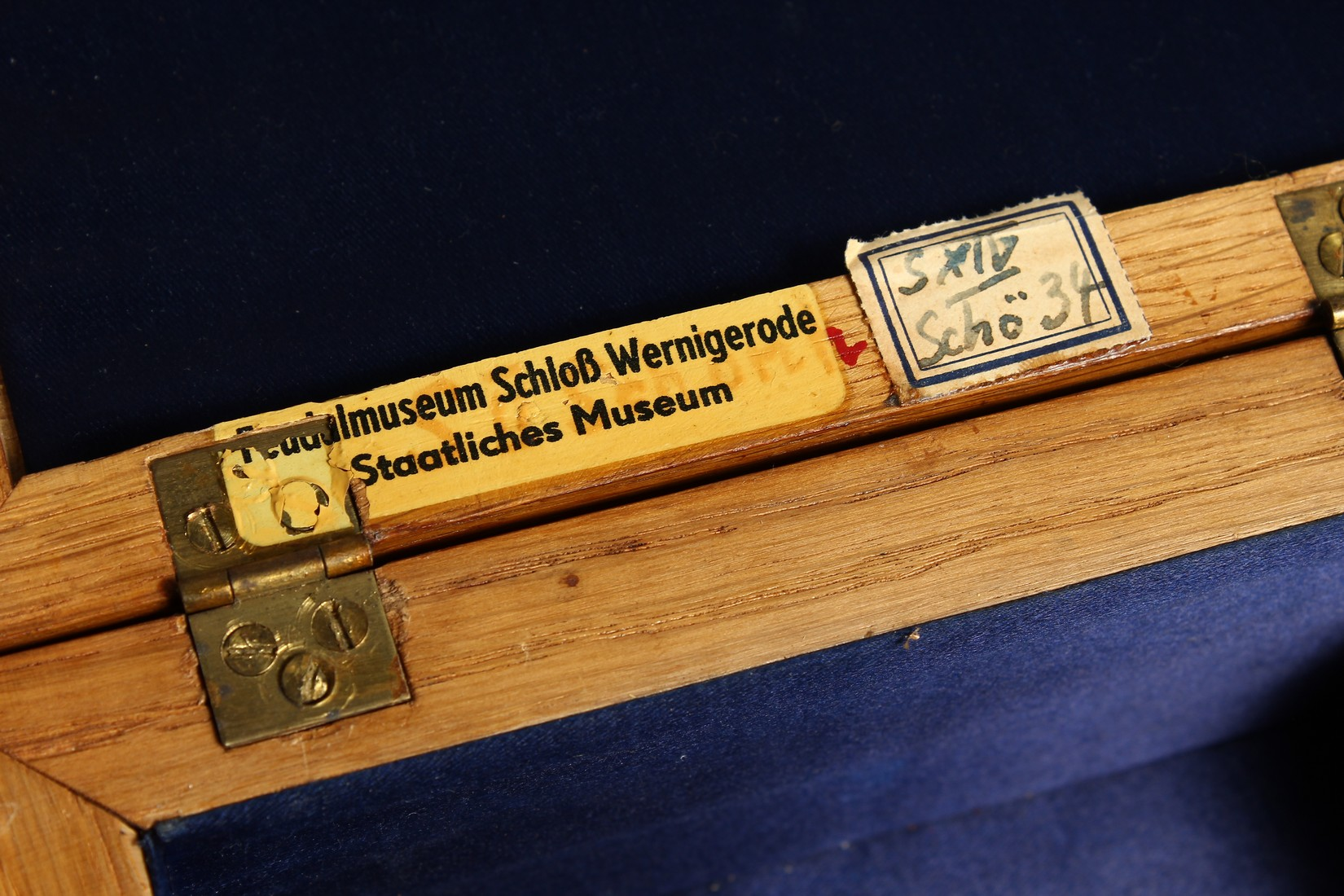AN OAK CASKET with a silver plaque, OTTO VON BISMARCK, and paper label, ST AATLICHES MUSEUM. 9ins - Image 7 of 7