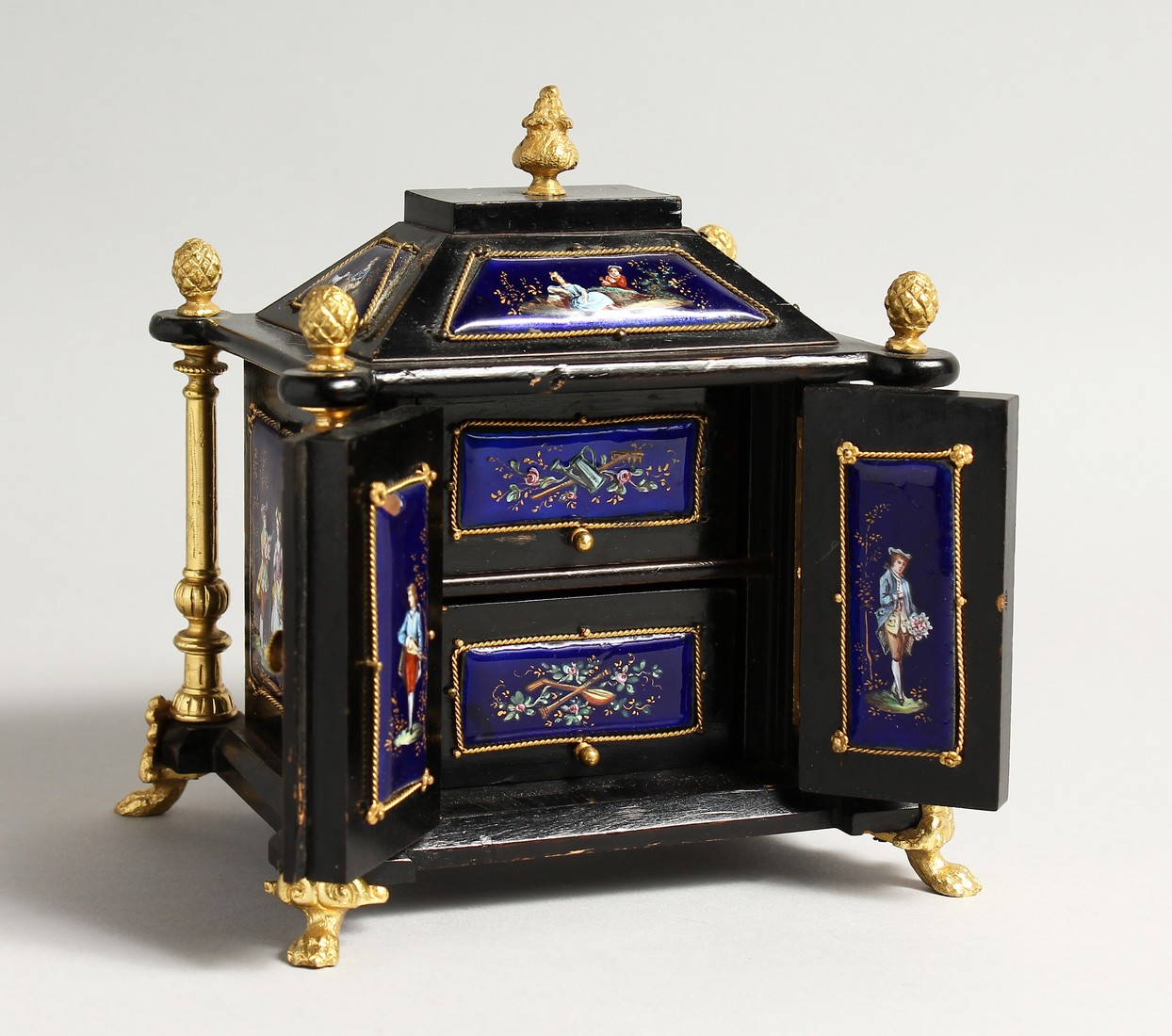 A VERY GOOD 19TH CENTURY LIMOGES CASKET with painted enamel panel, the door opening to reveal 2