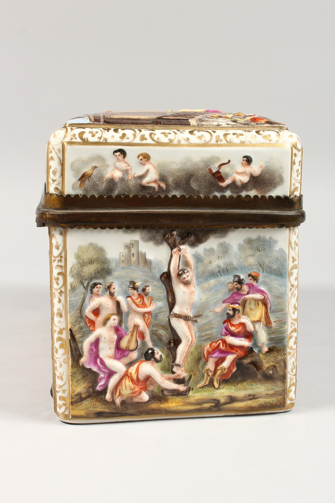 A GOOD CAPODIMONTE CASKET with classical figures in relief 9.5 ins wide. - Image 3 of 8