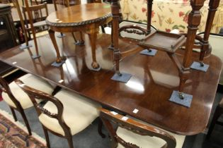 A GOOD GEORGE III DESIGN MAHOGANY TWIN PILLAR DINING TABLE with loose leaf. 6ft 6ins long, 3ft