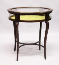 A GOOD EDWARDIAN MAHOGANY OVAL BIJOUTERIE TABLE with rising glass top , glass sides on curving
