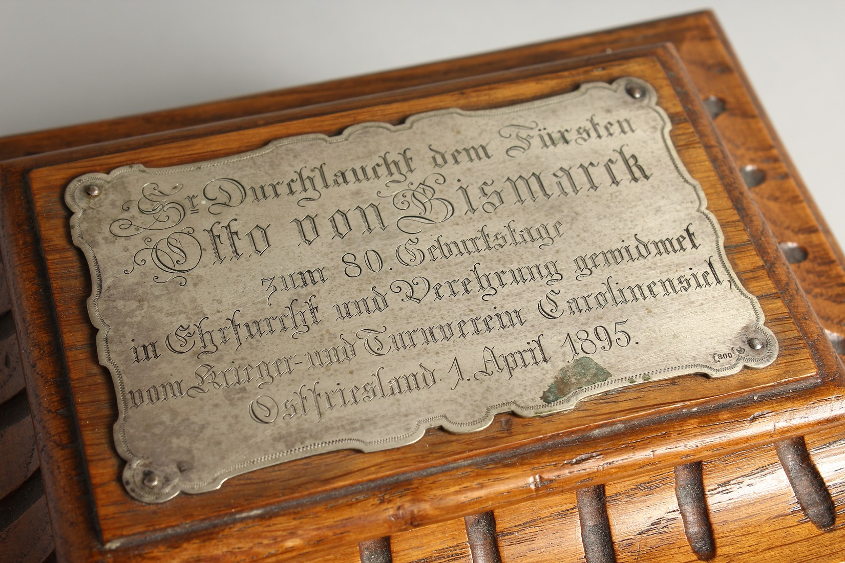 AN OAK CASKET with a silver plaque, OTTO VON BISMARCK, and paper label, ST AATLICHES MUSEUM. 9ins - Image 2 of 7