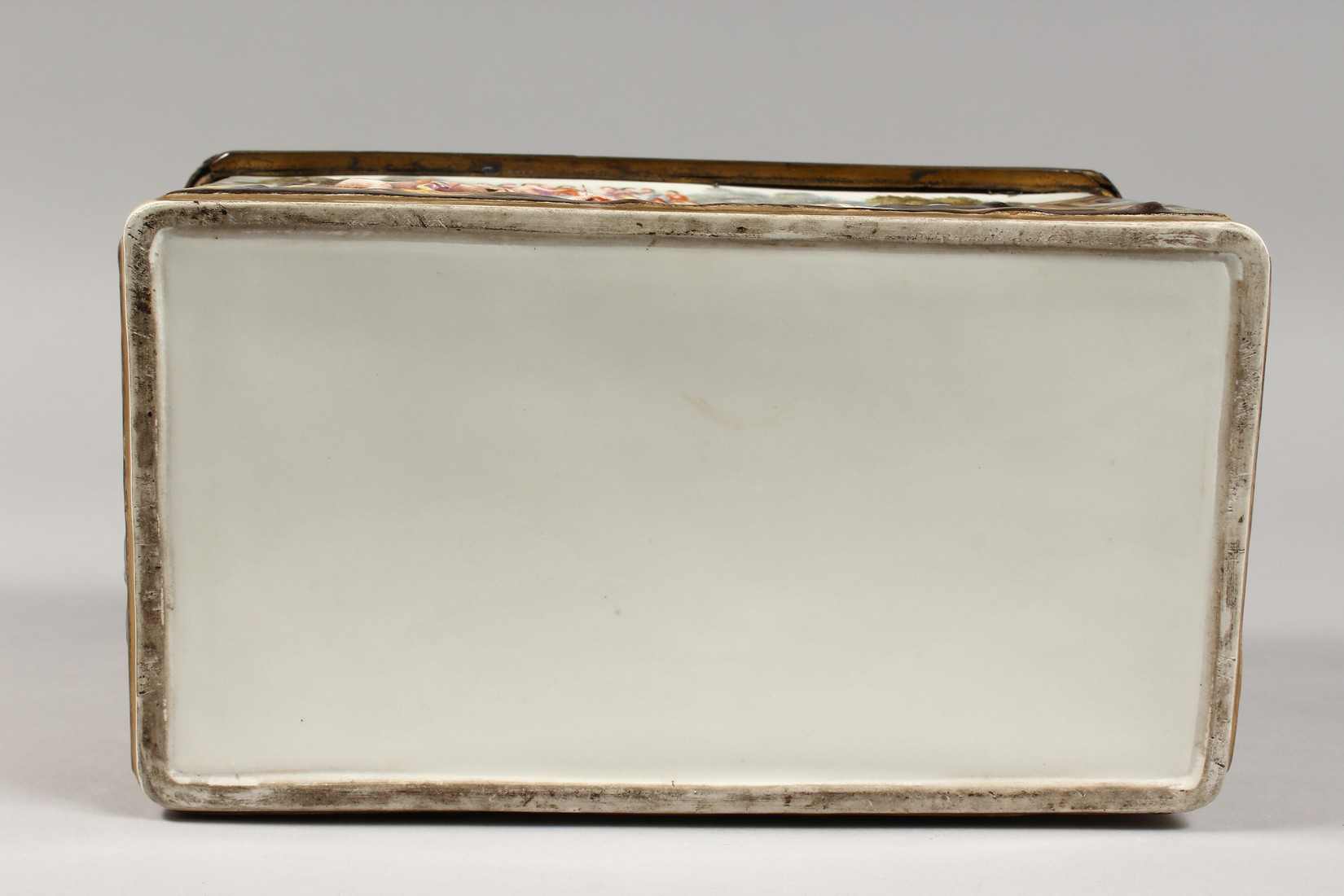 A GOOD CAPODIMONTE CASKET with classical figures in relief 9.5 ins wide. - Image 7 of 8