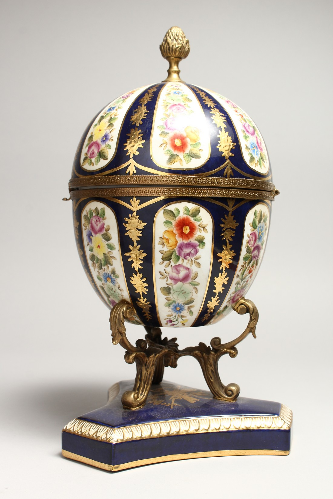 A LARGE SEVRE STYLE BLUE AND GILT EGG SHAPED CASKET AND COVER, painted with flowers on a - Image 2 of 9